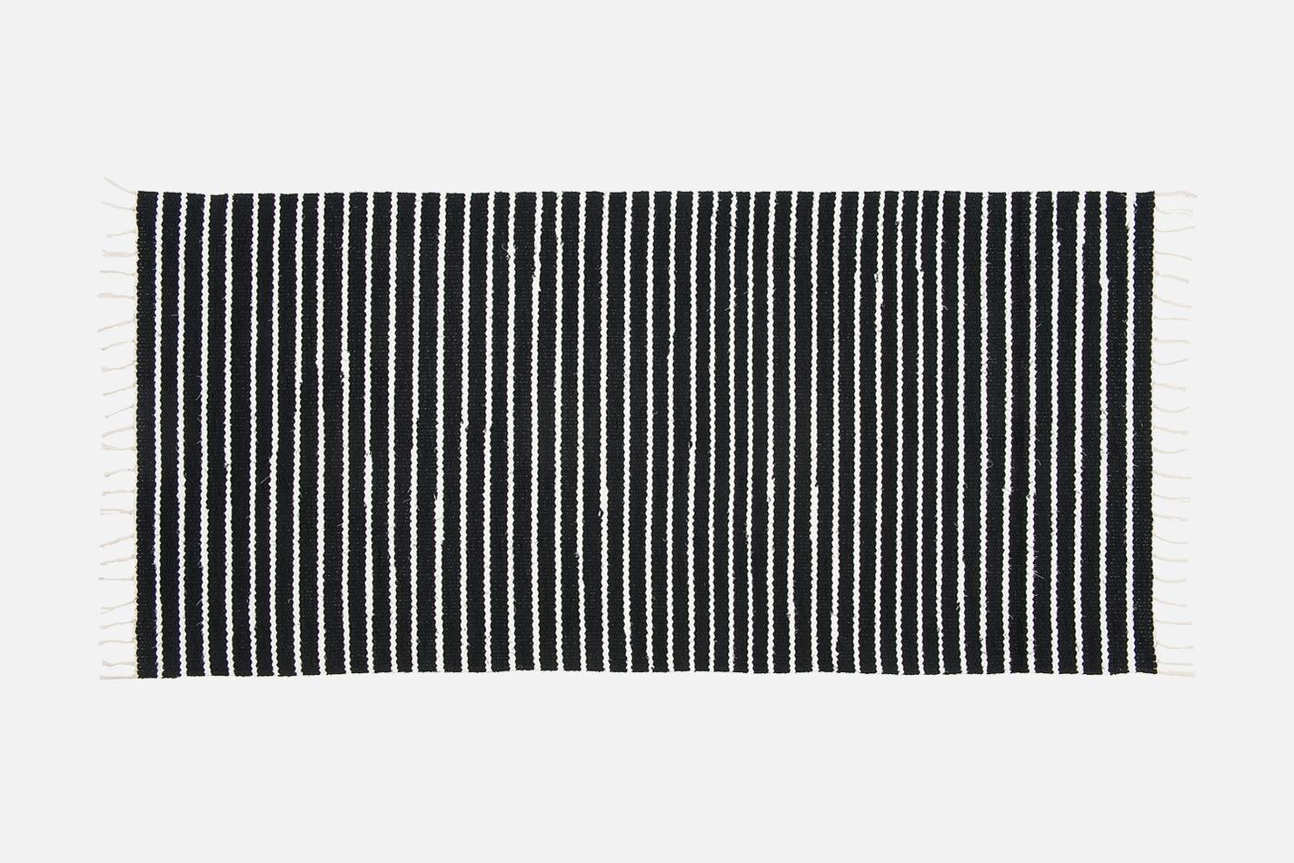 VM Carpet Aitta matto 1 musta-valkoinen, Design Ristomatti Ratia