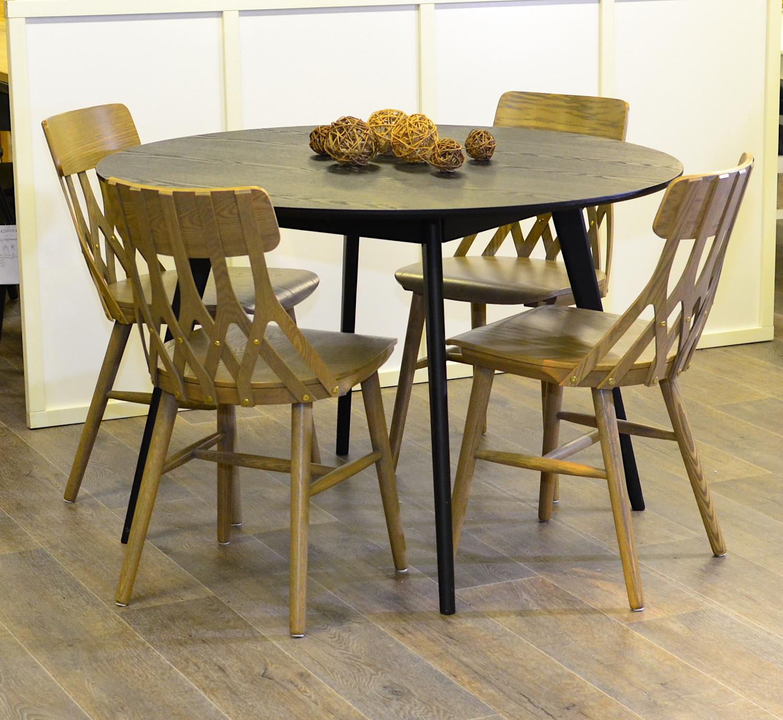 Yumi pyöreä pöytä ja 4 kpl Y5 tuolia, musta/ harmaa saarni, Rowico/Hans K