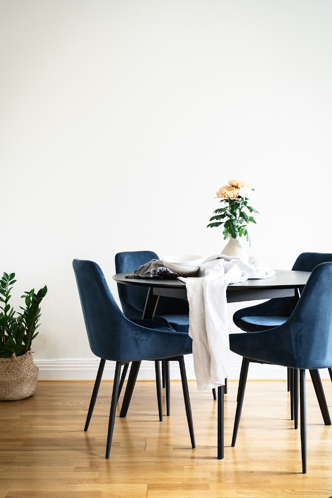 Sierra tuoli tummansininen sametti / musta metalli, Rowico